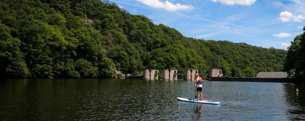 Stand-Up Paddling auf dem Nisramont-See