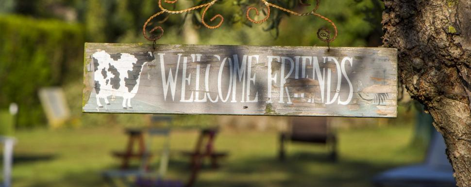 "Photo d'un panneau de bienvenue, ""Welcome Friends"", par Laëtis"