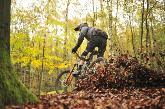 Foto mountainbiker in de Ardennen